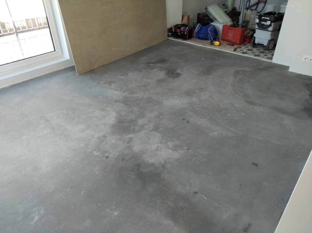 Microcement on cement boards - priming